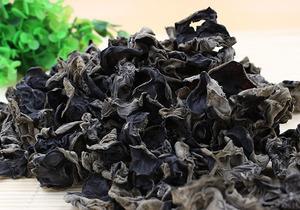 新鲜的黑木耳可以食用吗?刚吃完黑木耳能喝茶吗?木耳有哪些功效?