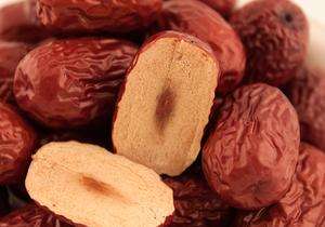 红枣具有哪些功效,它真的能改善贫血吗?月经期间可以食用红枣吗?