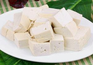 豆腐的作用与功效有哪些,豆腐不能和什么食物一起食用?