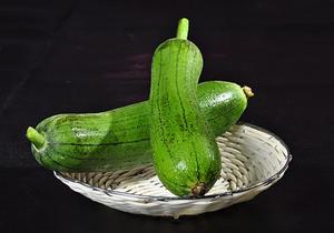 丝瓜有哪些营养功效,丝瓜不能和什么食物一起食用?