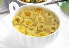 喝菊花茶真的能降火吗?饮用菊花茶还能达到哪些功效呢?