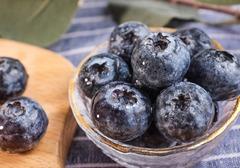 蓝莓泡酒的比例和方法,泡完的蓝莓酒该如何储存,饮用蓝莓酱的注意事项